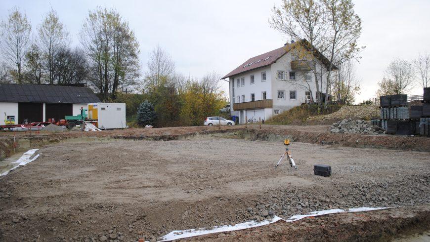Beginn der Planie für den Aktiv-Stall (Anfang November 2017)